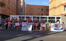 Las profesoras de la Escuela Mediterráneo piden en El Palmeral mantener sus puestos