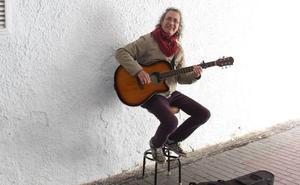Almuñécar se vuelca en buscar lápida para el músico 'Maldoneitor'
