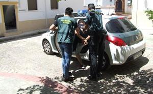 Detenidos en Martos por robar en una casa y un comercio