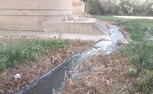 Denuncian vertidos «con un fuerte olor» al río Guadalquivir en Mengíbar