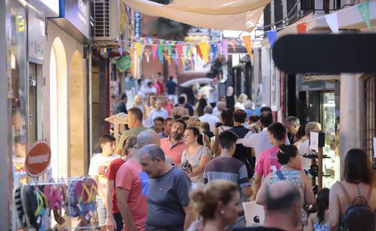 Almuñécar abre sus tiendas el 14 de agosto hasta la madrugada en la 'shopping night en feria'