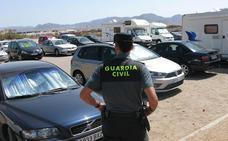Más de 180 denuncias por estacionamiento indebido y acampadas en Cabo de Gata