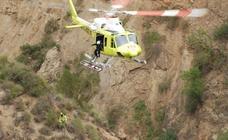 Angustioso rescate en helicóptero de un joven herido al saltar al agua en la cascada de La Cimbarra