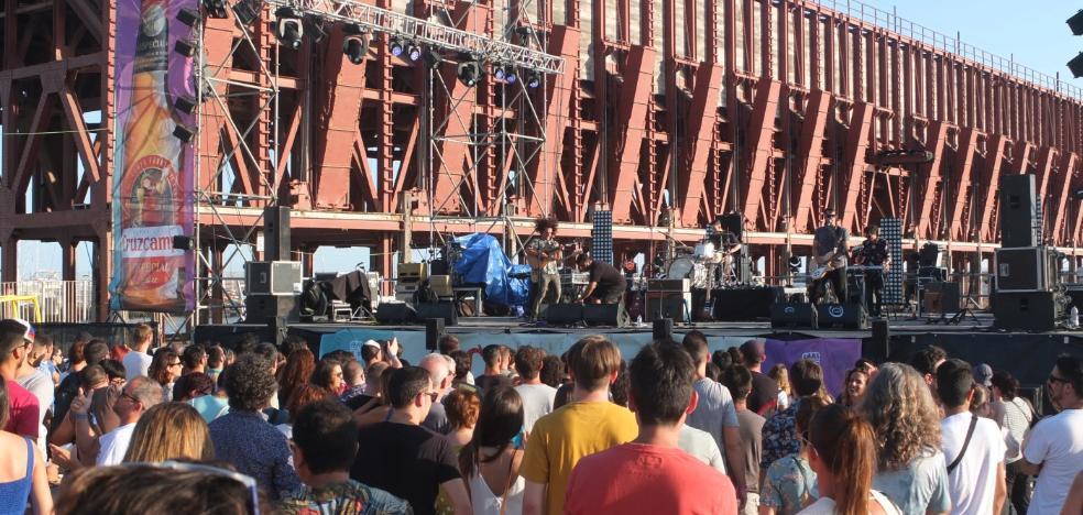 El pregón y el encendido del alumbrado inician la Feria de Almería y los días más esperados