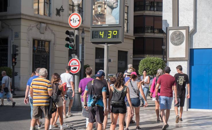 El calor se ceba con Granada: así nos asamos en la ciudad