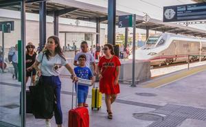 El AVE de Barcelona a Granada llega con una hora y 45 minutos de retraso