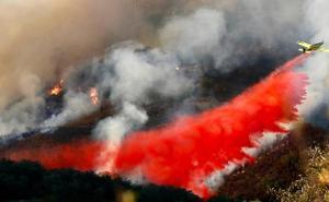 Continúa la extinción del incendio en Sevilla de El Madroño ya sin medios aéreos