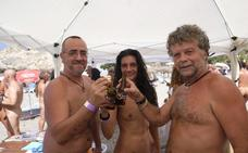 Decenas de nudistas en la playa de Cantarriján contra «el tabú» de ir sin ropa