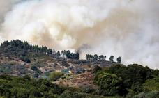 Más de 4.000 grancanarios abandonan sus casas por el fuego