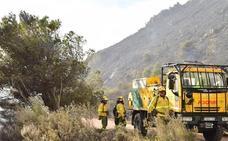 Controlado un incendio provocado por fuegos artificiales en Ragol tras calcinar 1,5 hectáreas