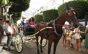 Los caballos y sus carruajes toman el Paseo de la Feria de Almería