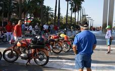 La historia de la motocicleta se pasea por la Feria con una exposición en la Rambla