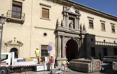 Los andamios comienzan a instalarse en San Juan de Dios