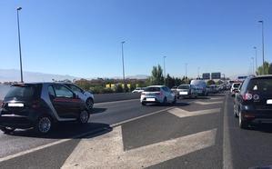 Un choque en la Circunvalación de Granada deja un herido y provoca varios kilómetros de retención