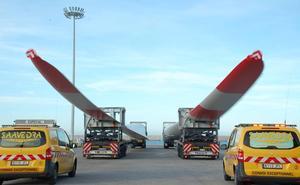 Sube la exportación desde Motril de las mayores palas eólicas fabricadas en España