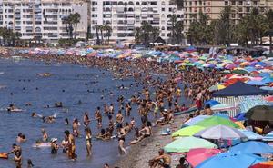 Almuñécar ofrece regalos a los bañistas que dejen residuos y colillas al salir de las playas