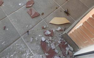 Un bloque de Granada vive un «infierno» por la conducta de un vecino con problemas mentales