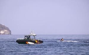 Dos inmigrantes de origen marroquí tratan de llegar a la Costa de Granada en moto de agua