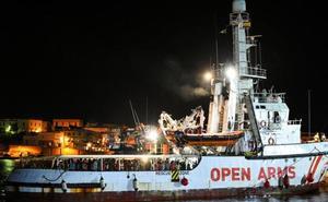 El 'Open Arms' atraca en la isla de Lampedusa tras 19 días de tensión
