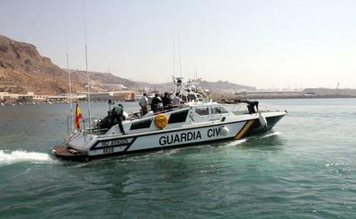 Un buque rescata a un hombre en el mar de Alborán