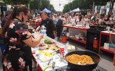 Migas de pan y pavías de Almería llenan el Paseo de la gastronomía
