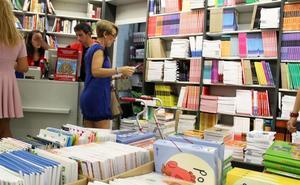 Más de 100.000 escolares de Granada se beneficiarán del cheque-libro este curso