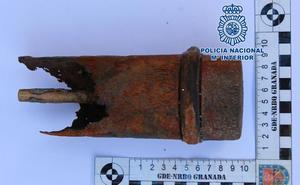 Un buzo encuentra un proyectil de artillería de la Guerra Civil en aguas de Granada