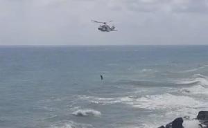 Tres adolescentes rescatados tras saltar de la torre Pirulico de Mojácar