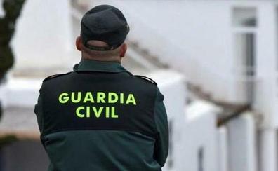 El dueño de una gasolinera de Churriana atemoriza a gritos a un atracador con un enorme chuchillo y consigue que huya