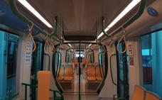 Llegan los asideros al metro de Granada y se eliminan los asientos abatibles