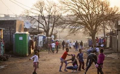 El 'turismo de pobreza' se adentra en Soweto, la cuna de la lucha contra el 'apartheid' en Sudáfrica