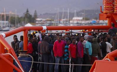 La llegada de inmigrantes a Motril se reduce más de la mitad de un verano a otro