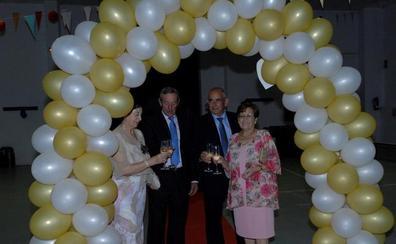 Dos matrimonios de Yegen celebran sus bodas de oro y prometen seguir queriéndose hasta que la muerte los separe
