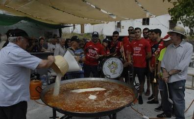 La charanga 'Los Quinientos' de Padul alegra las fiestas de Ferreirola en honor a la Santa Cruz