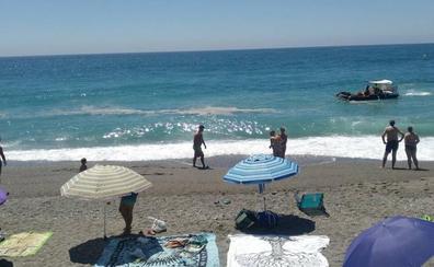 Salobreña descarta que la mancha de la playa venga de un vertido del municipio