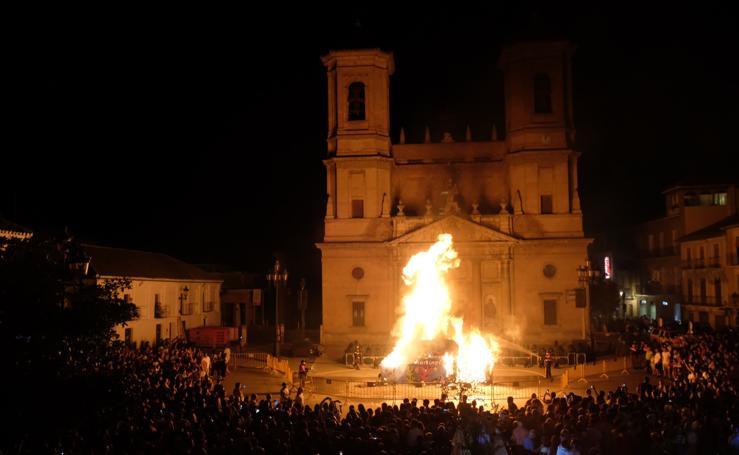 La tradicional quema del Penas, en imágenes