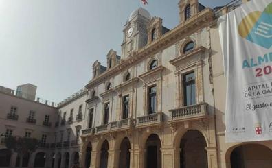 Las obras de la fachada de la Plaza Vieja de Almería rescatarán una placa oculta