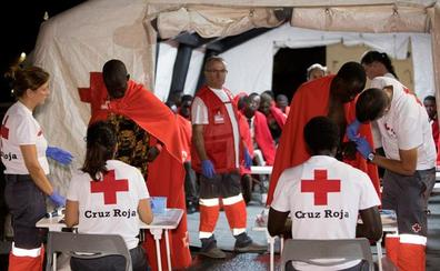 Salvamento Marítimo rescata de una patera a 63 inmigrantes que traslada a Motril