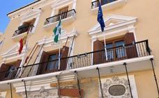 Rehabilitan la fachada del Ayuntamiento de Motril por riesgo de desprendimiento