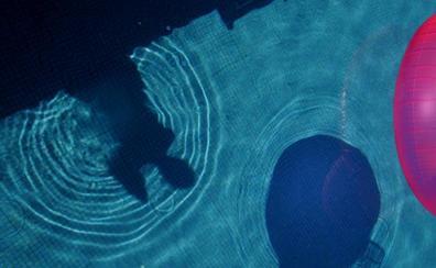 Un joven se ahoga en una piscina tras una prueba para una película porno