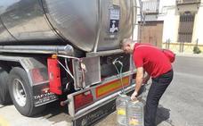 Campillo de Arenas recurre a los camiones cisternas por el corte de agua