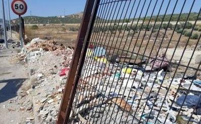 El Ayuntamiento advierte de multas por el vertido de escombros