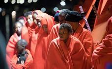Buscan una patera con 60 personas a bordo en el mar de Alborán de Almería