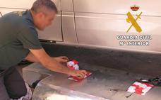 La Guardia Civil interviene 1.250 cajetillas de tabaco en el depósito de combustible de una furgoneta