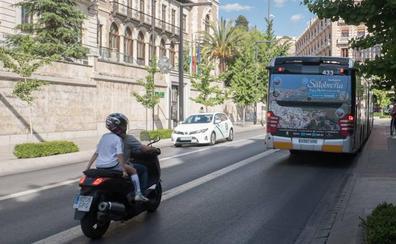 El cambio en una línea de autobús urbano de Granada por el que los vecinos recogen firmas