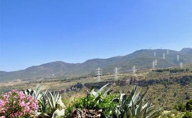 La Junta plantea un trazado alternativo para las torres eléctricas del Valle de Lecrín
