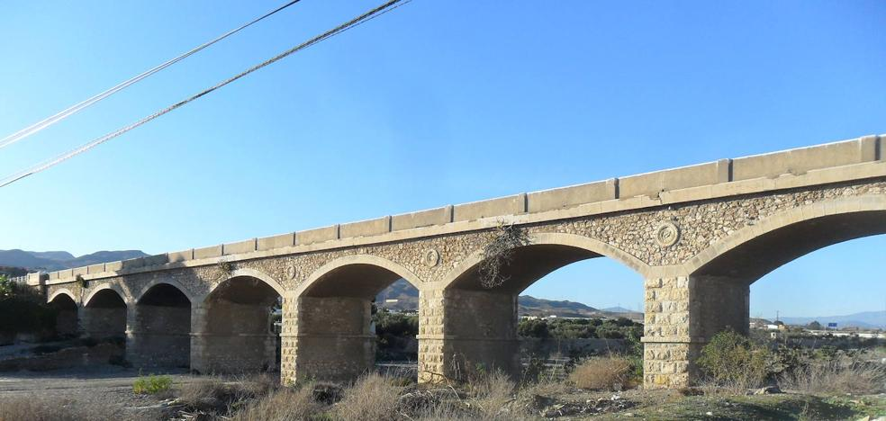 Viator pide la cesión del puente sobre el Río Andarax