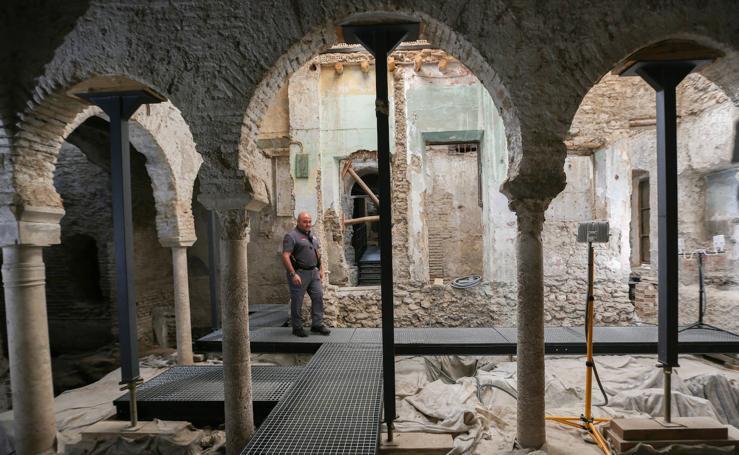 Así son por dentro los desconocidos baños árabes de la calle Elvira