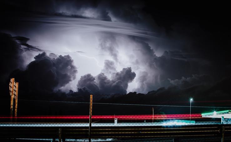Impactantes imágenes de la tormenta eléctrica de ayer sobre Granada