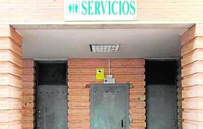 Los baños del parque Federico García Lorca llevan casi un año cerrados